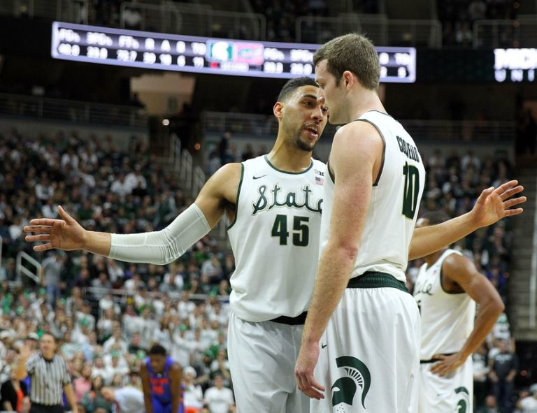 Matt-costello-denzel-valentine-ncaa-basketball-florida-michigan-state-768x591