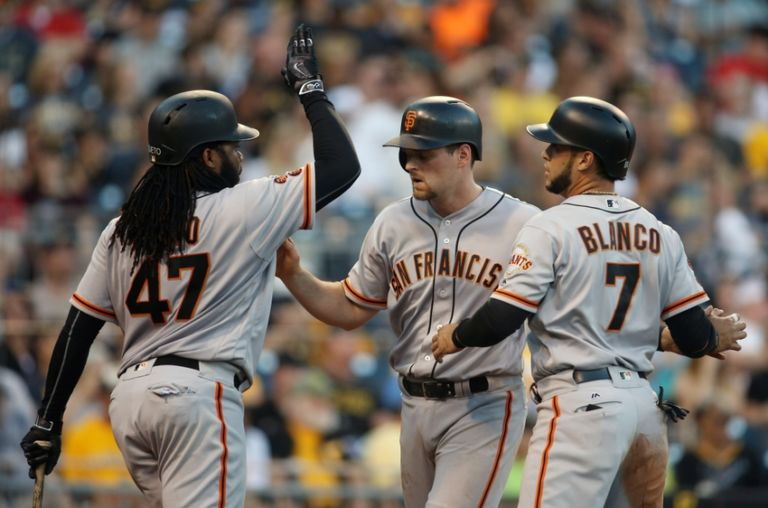 Conor-gillaspie-gregor-blanco-johnny-cueto-mlb-san-francisco-giants-pittsburgh-pirates-768x508