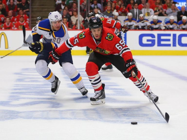 Andrew-shaw-alexander-steen-nhl-stanley-cup-playoffs-st.-louis-blues-chicago-blackhawks-768x576