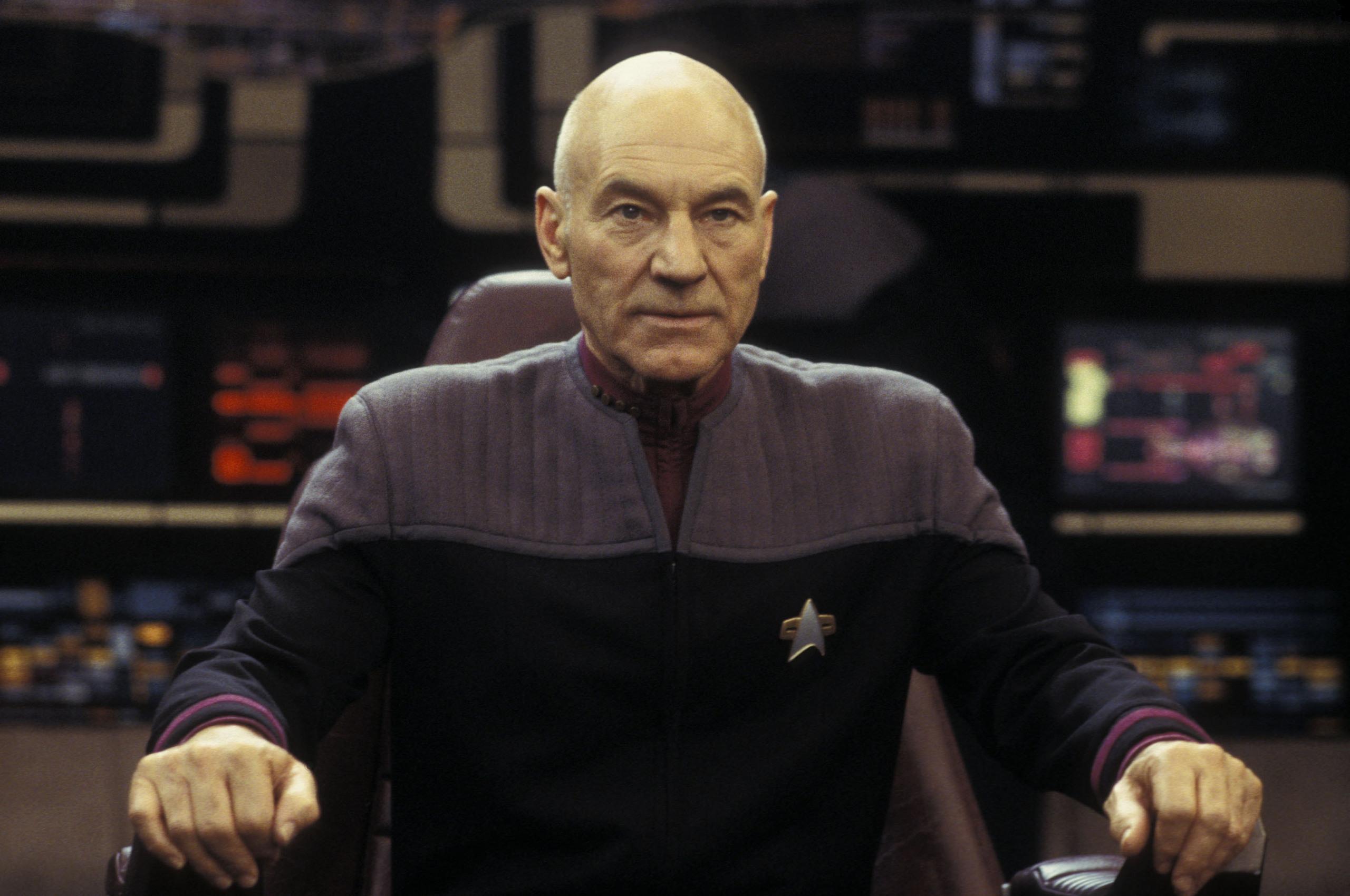 Jean-Luc-Picard-jean-luc-picard-12367070-2560-1700